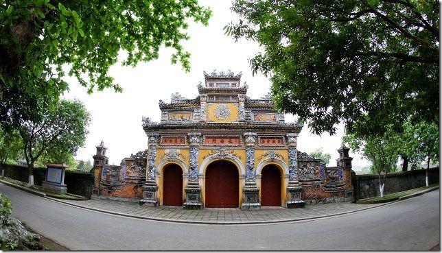 Khamphahue_CungTruongSanh_Quan-the-di-tich-co-do-hue[4]